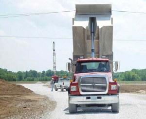 Camionero sufre descarga eléctrica